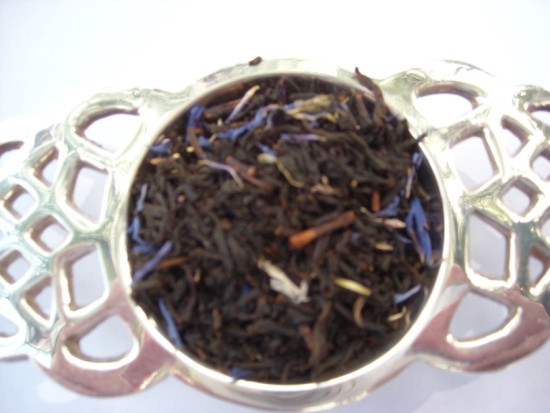 Earl Grey de la Creme Black Tea - Flavored with the same oil of bergamot as the classic Earl Gray, but with a hint of vanilla and creme.  A smooth and aromatic blend with a wonderful creamy-fruity flavor that appeals to a wide range of tastes.
