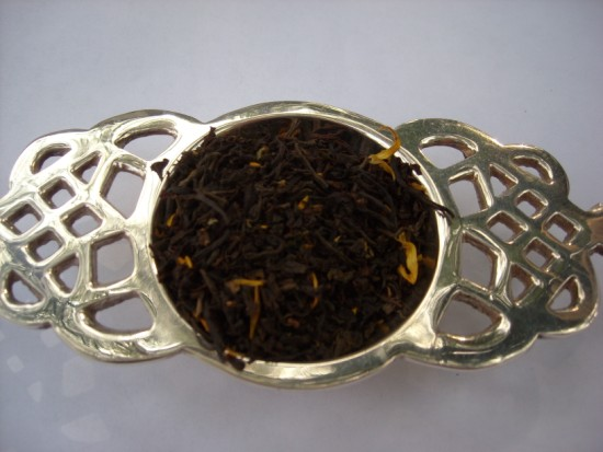 Lady Londonderry Black Tea - One of England's favorites!  Round cup with good flowery and malty flavour.  Hints of strawberry and lemon make this a perfect  afternoon tea.