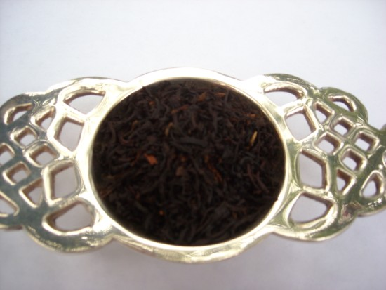 Vanilla Creme Black Tea - A delicious synergy between excellent high grown tea, rich fresh vanilla and a lovely cream character.